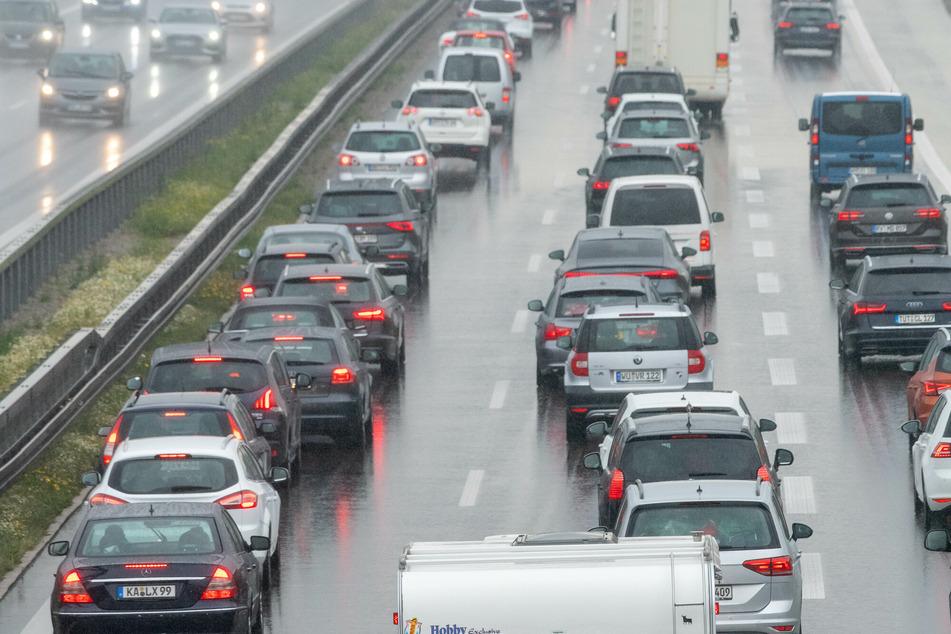 Hamburg: Reifen geplatzt: Vollsperrung der Autobahn 21 in beide Richtungen