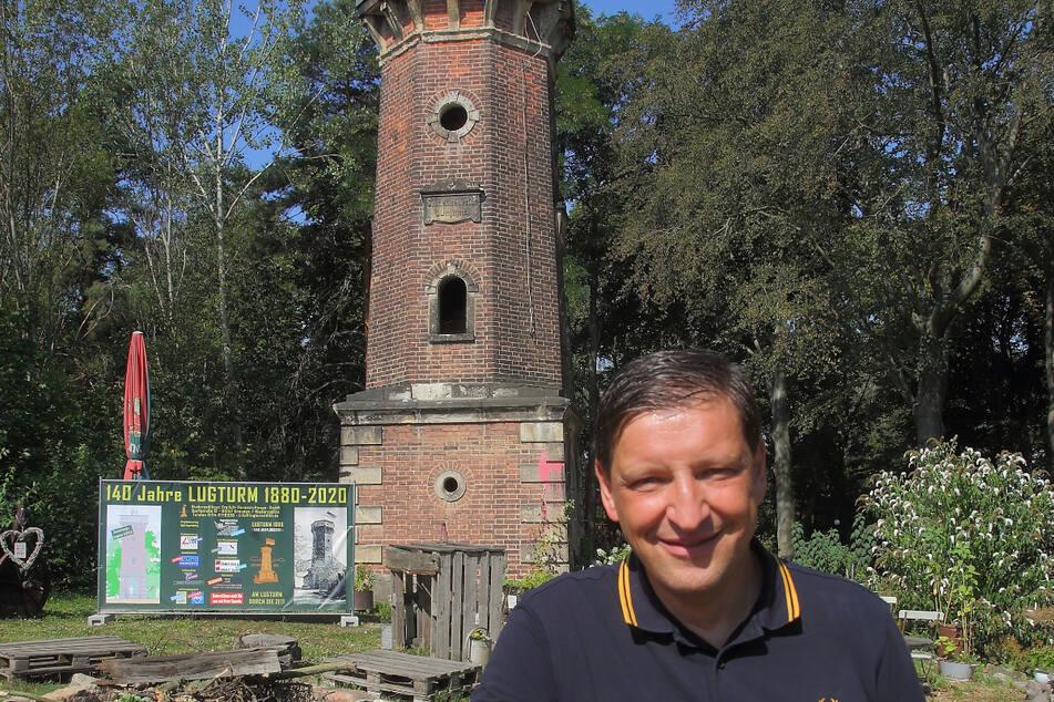 "Lugturm-Chef Jens Genschmar (51) vor ""seinem"" Turm."