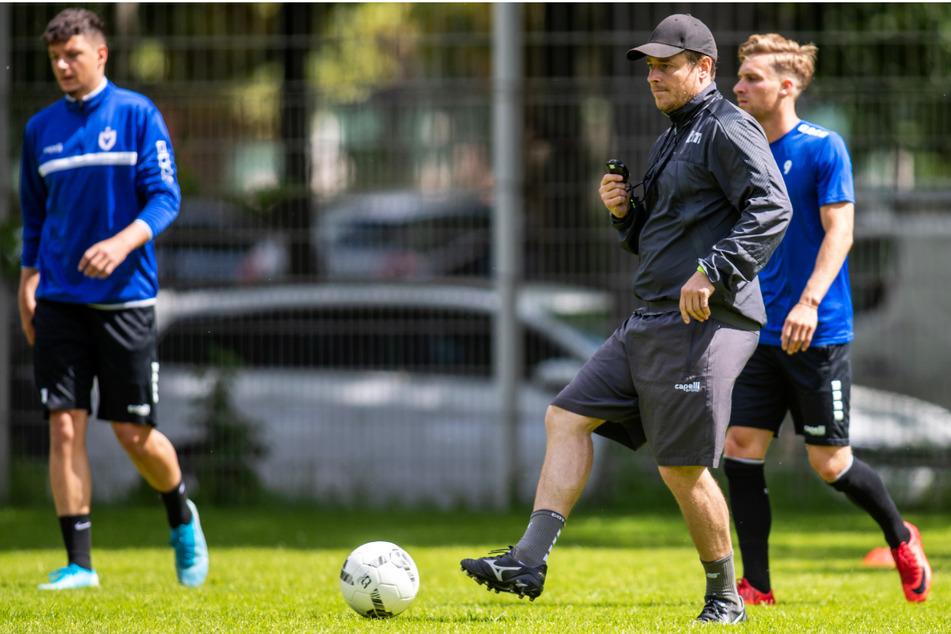 Viki-Coach Benedetto Muzzicato (M.) hat mit seinem Team einen exzellenten Drittliga-Start hingelegt.
