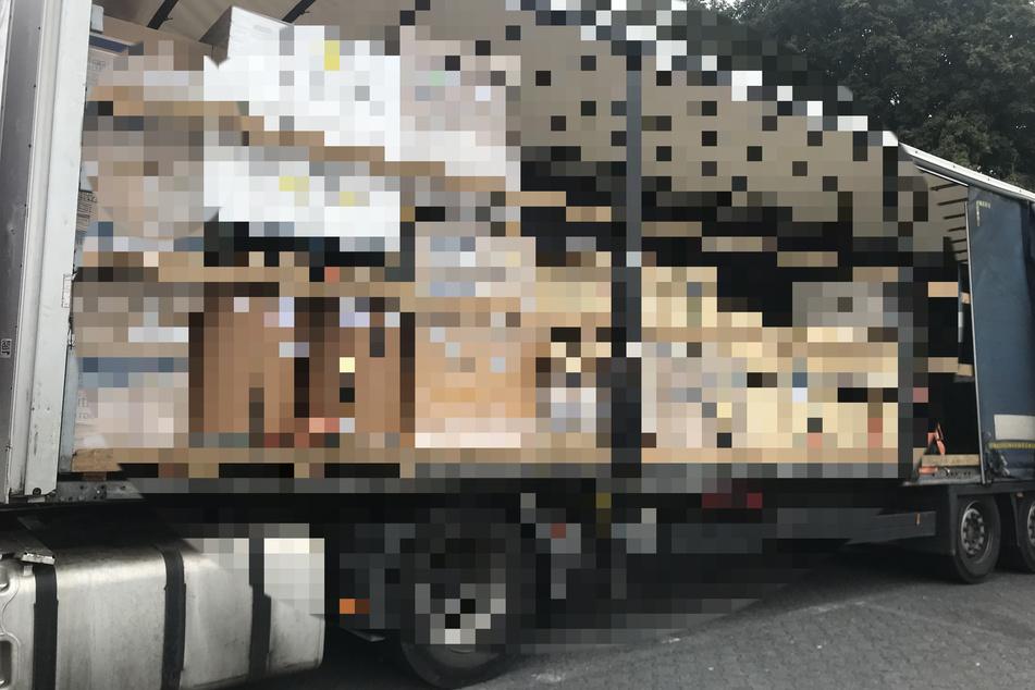 Ein Blick auf die Ladefläche dieses Lkw auf der A3 beschert der Polizei Kopfzerbrechen