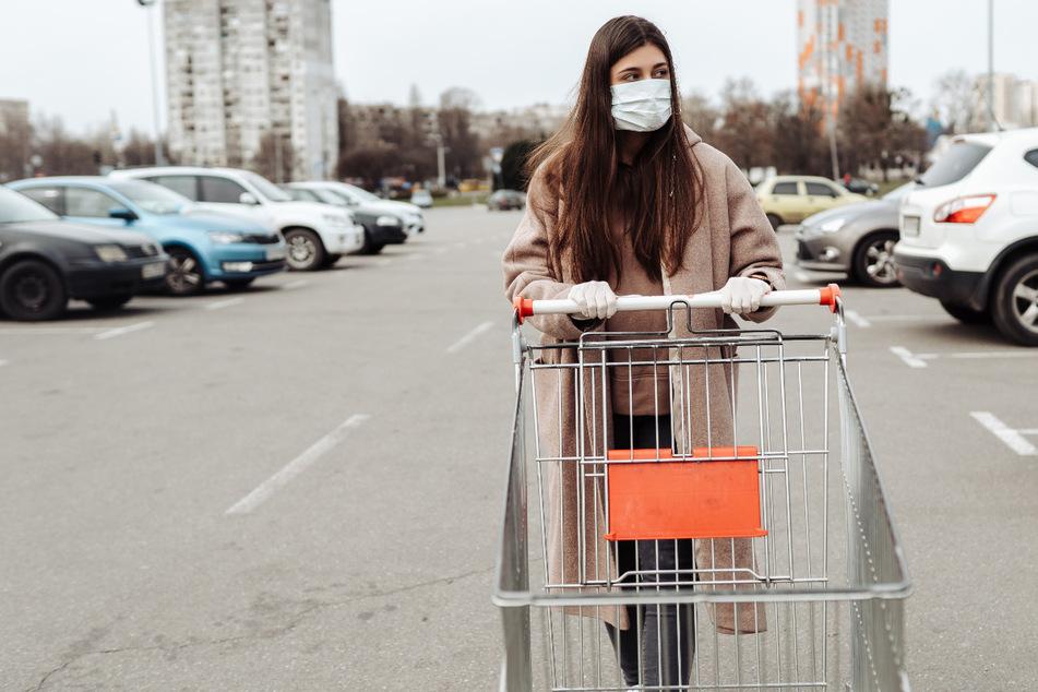 Auch vor Supermärkten heißt es ab Mittwoch: Mund-Nase-Maske aufsetzen!