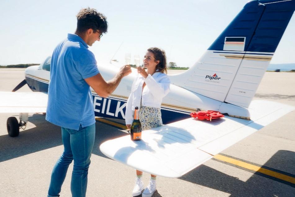 Nach dem Flug gab sich Julian (27) noch ganz charmant, doch später kamen ihm Zweifel.