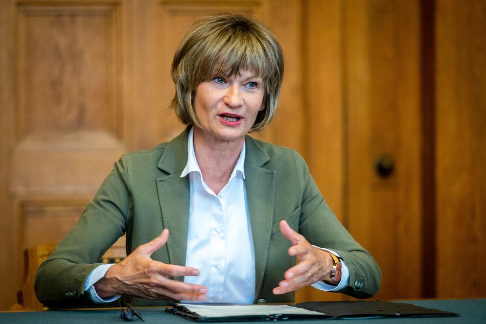 Legte zusammen mit den Bürgermeistern ein zweites Corona-Maßnahmenpaket vor: Die Chemnitzer Oberbürgermeisterin Barbara Ludwig (58, SPD).