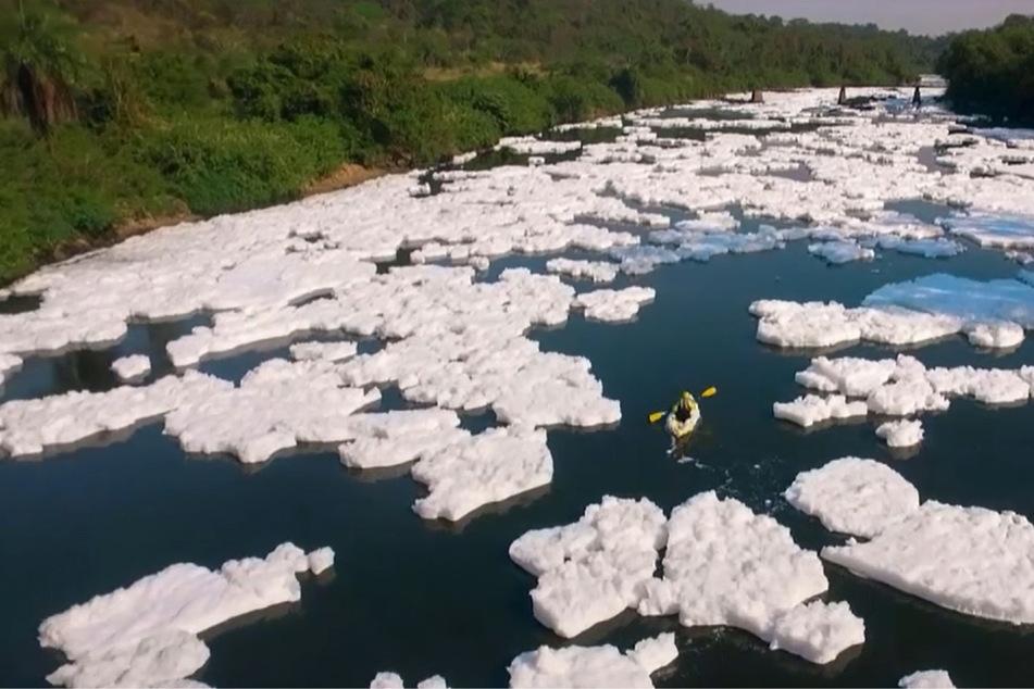 Wasser extrem verseucht: Chemische Eisberge im Amazonas!