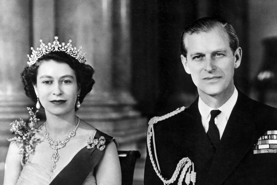 Ein Bild aus ihren jungen Zeiten: Prinz Philip mit Queen Elisabeth II im Jahr 1954. (Archivbild)