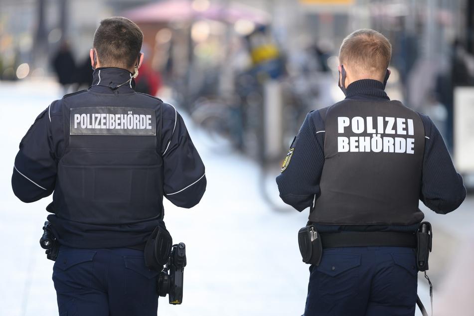 Hitlergruß und Nazi-Parolen: 32-Jähriger bedroht Mitarbeiter des Ordnungsamts