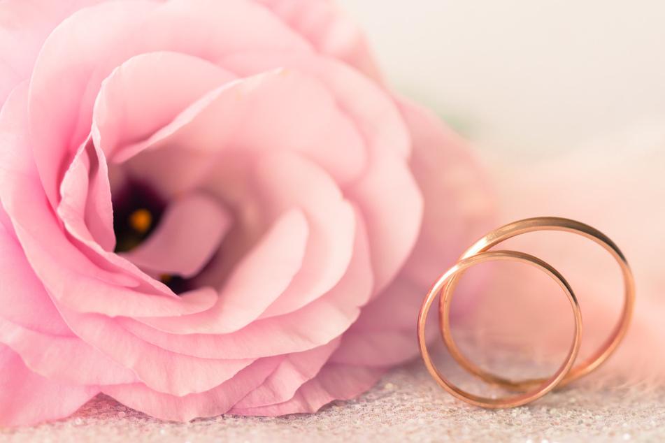 Mann stirbt zwei Tage nach der Hochzeit, Gäste positiv auf Coronavirus getestet