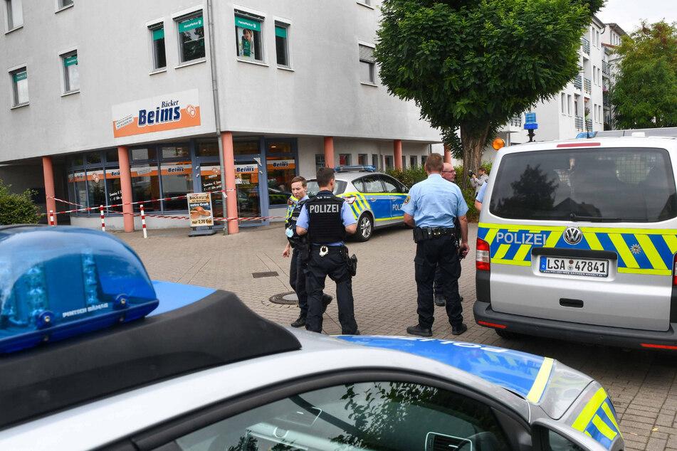Mit Pistole bewaffnet: Mann überfällt Bäckerei und flieht