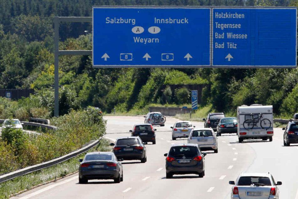 Auf der Autobahn 8 bei München ist es zu einem schweren Zwischenfall gekommen.