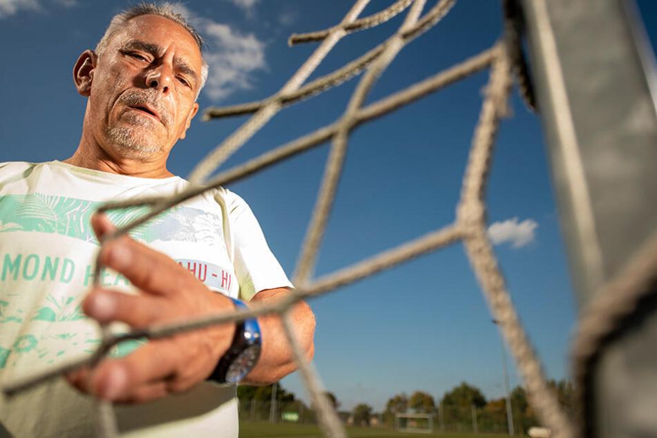 Geschäftsstellen-Leiter Frank Terks (55) ärgert sich über den dreisten Netzklau.