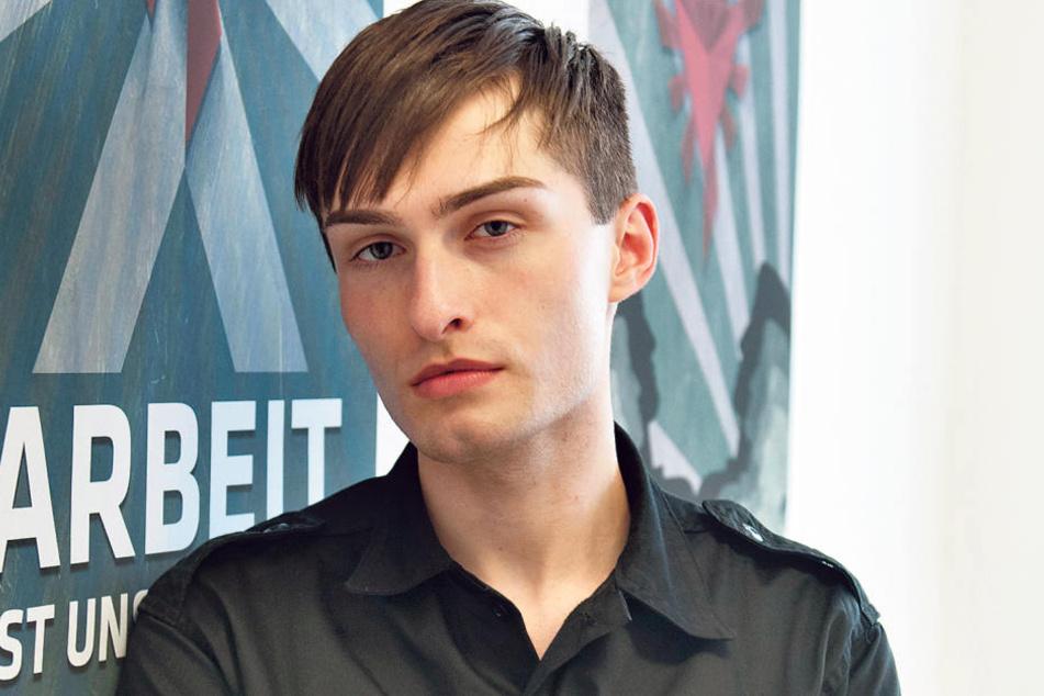 """Modeblogger Matthew alias Matthias Limmer (19) nimmt in schwarzer Uniform am  ZDF-Experiment """"Diktator"""" teil."""