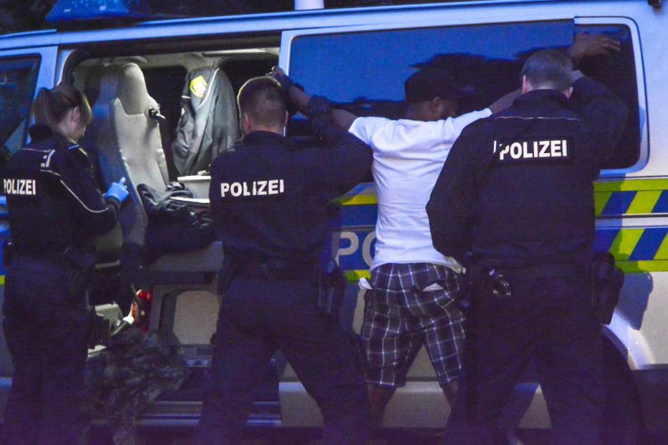 Polizei holt zum Schlag im Drogen-Hotspot aus