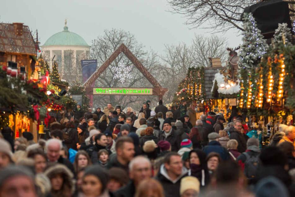 Der Weihnachtsmarkt in Stuttgart: Auch hier werden die Sicherheitsvorkehrungen hochgefahren. (Archivbild)
