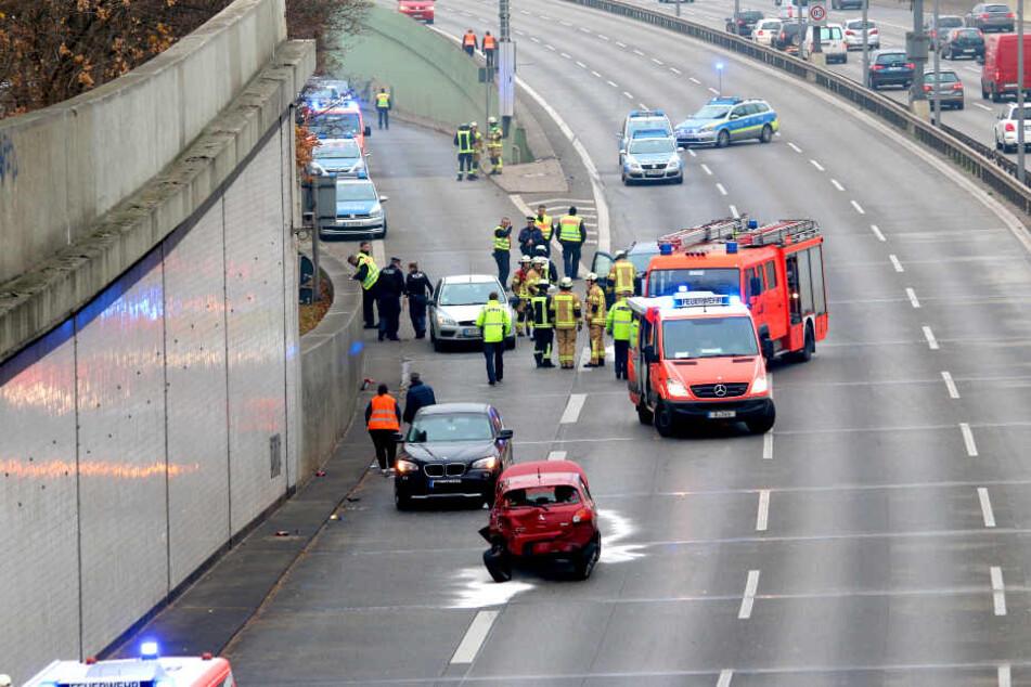Auf der Berliner Stadtautobahn hat sich am Sonntag ein Auto überschlagen.