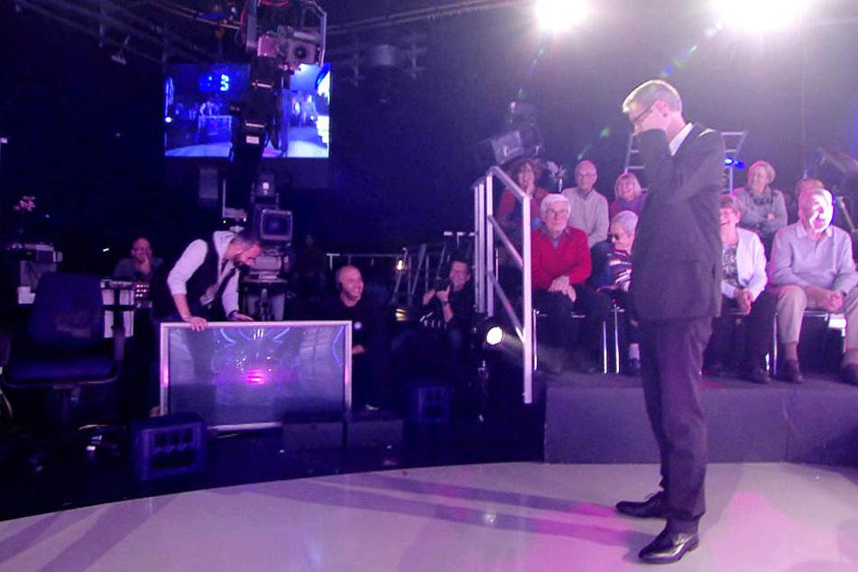 Sowas hatte Moderator Günther Jauch auch noch nicht gesehen. Mitten in der Show verabschiedete sich ein TV-Monitor.