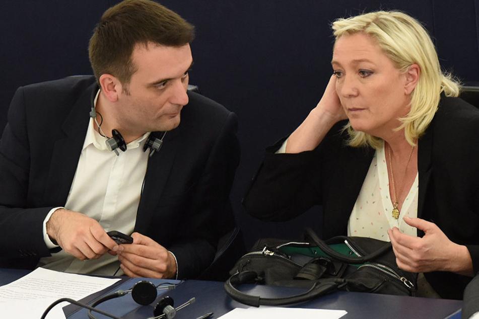 Florian Philippot und Marine Le Pen, die in der Wahl unterlag. Jetzt soll ein neuer Parteiname her.