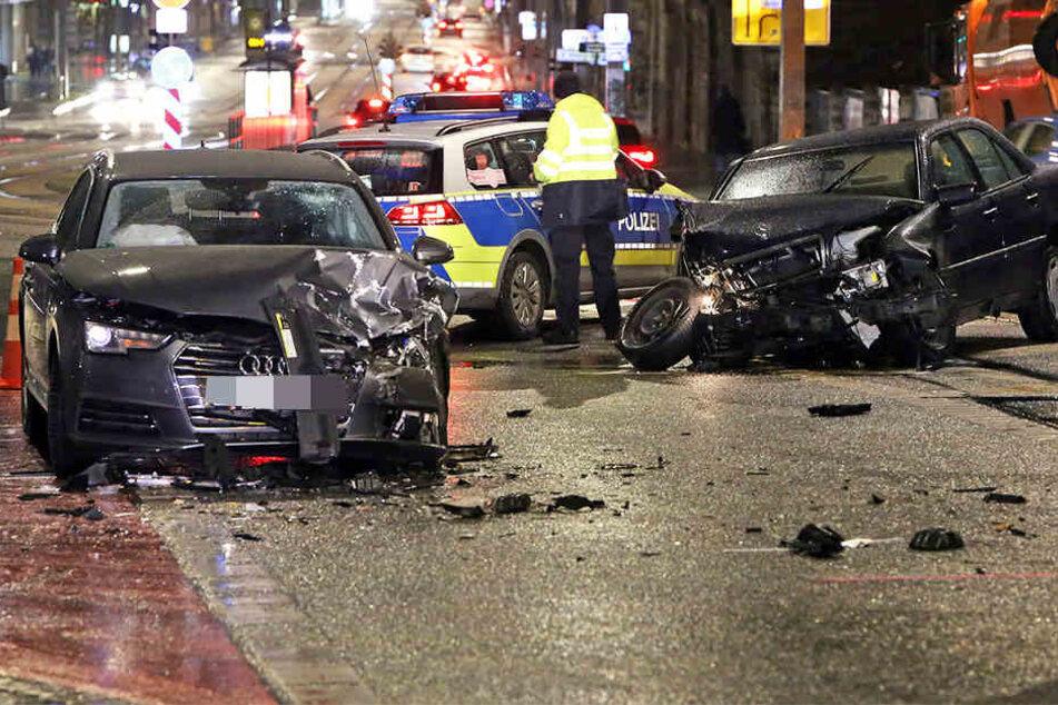 Die Polizei war vor Ort, musste die Könneritzstraße sperren.