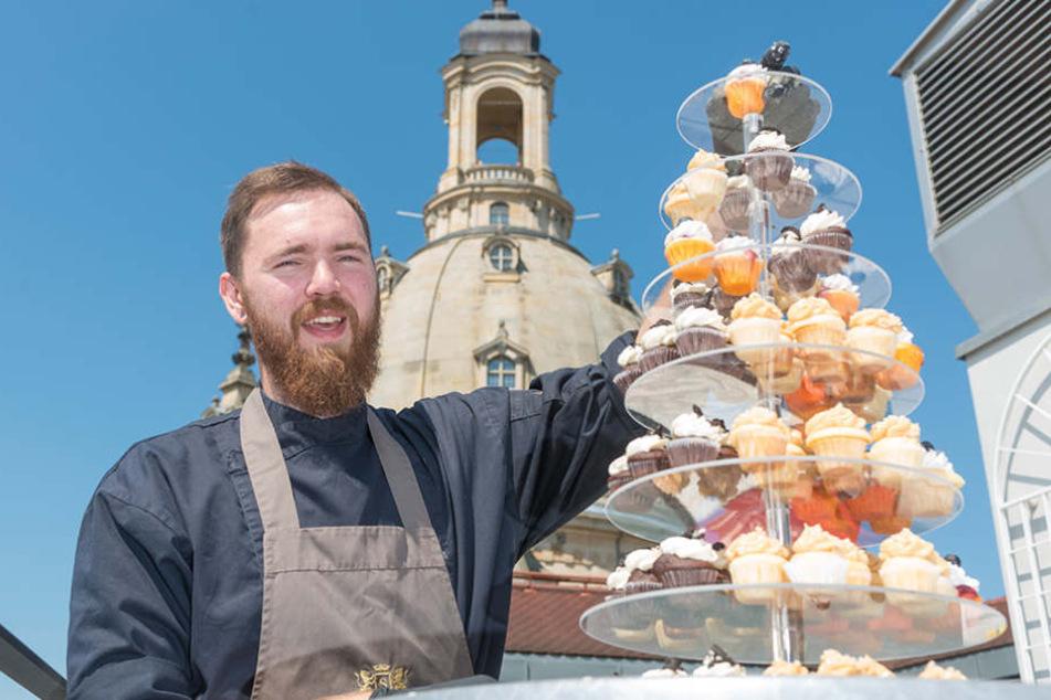 Suitess-Chefkoch Roger Alliger (27) stapelte auf der Hotelterrasse über 100  Cupcakes auf einer XXL-Etagere.
