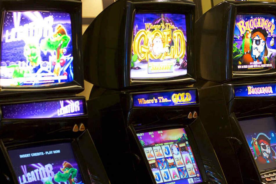 In einer Spielothek in Pößneck haben Einbrecher Automaten aufgebrochen.