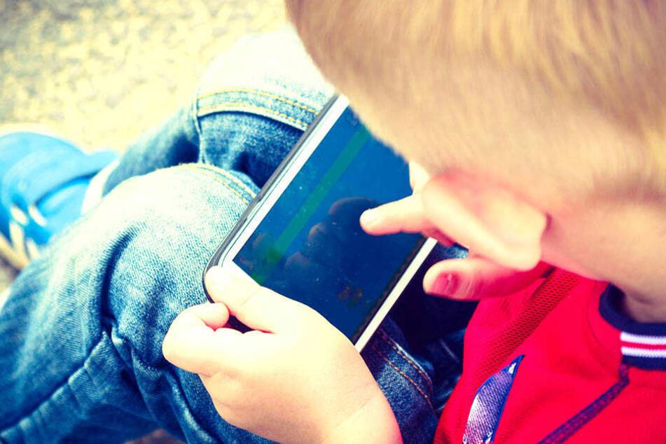 Weil ein zwei Jahre Jahre alter Junge mit dem Handy seiner Mutter herumhantierte, ist das Telefon jetzt nicht mehr benutzbar.