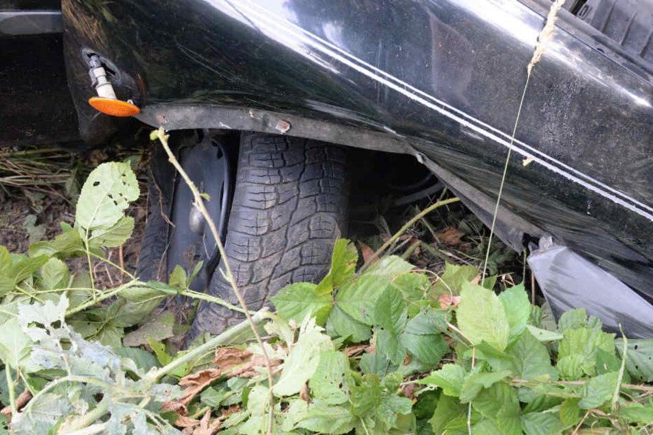 Nach dem Crash verlor der Wagen Kühlflüssigkeit.