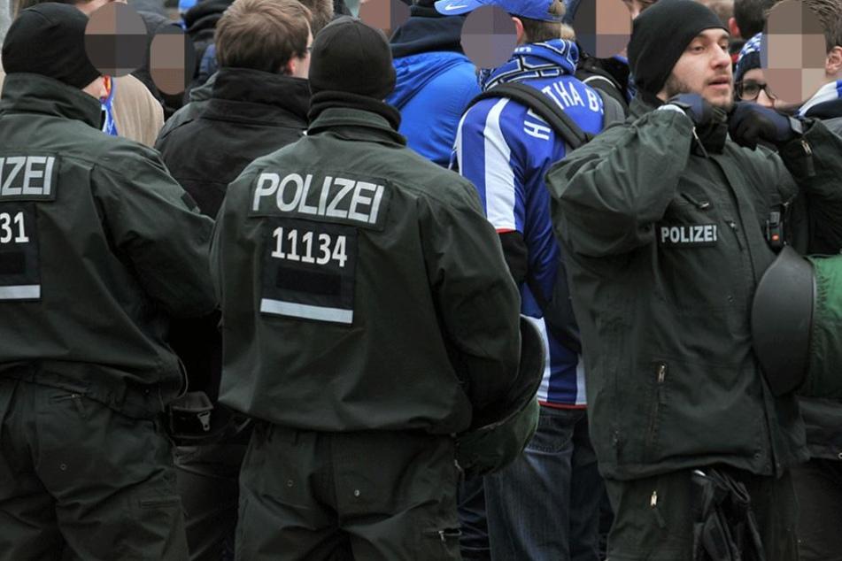 Am Hauptbahnhof Hannover sorgten die heimreisenden Herthafans für einen größeren Polizeieinsatz (Symbolfoto).
