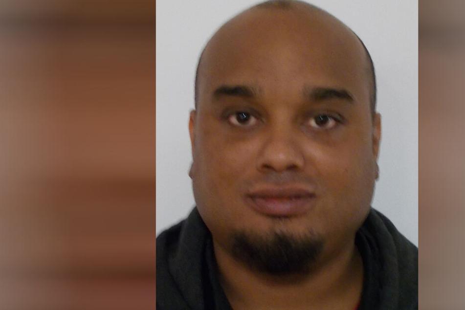 Polizei warnt vor flüchtigem Täter: Maklerin mit Messer bedroht, gefesselt und bestohlen!