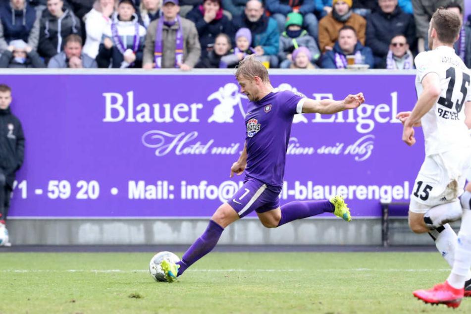Tor für den FC Erzgebirge: Jan Hochscheidt trifft in der 74. und 88. Minute, macht den Sack damit zu.