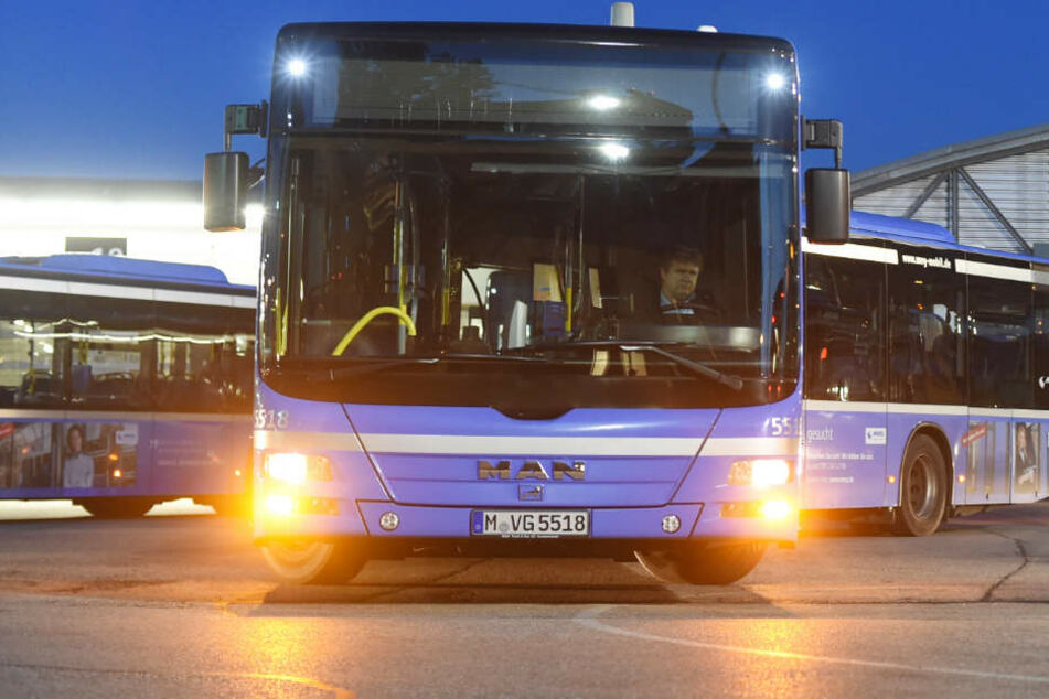 In einem Bus der MVG wurde eine 30 Jahre alte Frau sexuell belästigt. (Symbolbild)