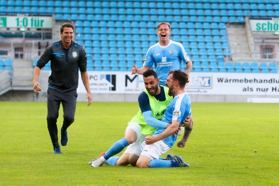 Was für ein Jubel: Pascal Itter (vorn) feierte mit seinen CFCern den späten Treffer gegen Münster.