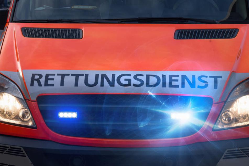 Ein Autofahrer aus Krefeld ist ums Leben gekommen, zwei weitere Personen wurden schwer verletzt. (Symbolbild)
