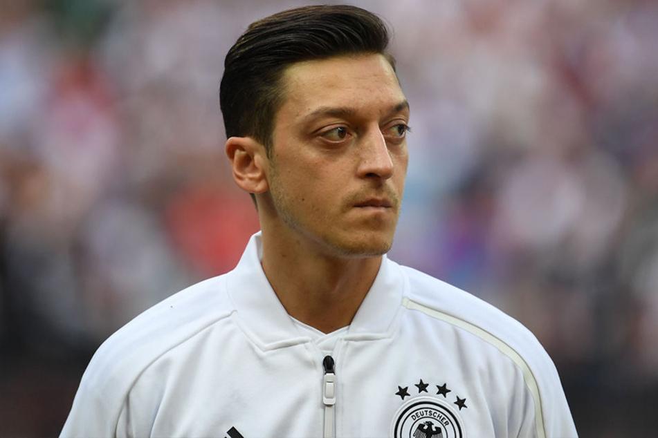 Mezut Özil hat am Sonntagabend seinen Rücktritt aus der deutschen Nationalmannschaft bekanntgegeben.