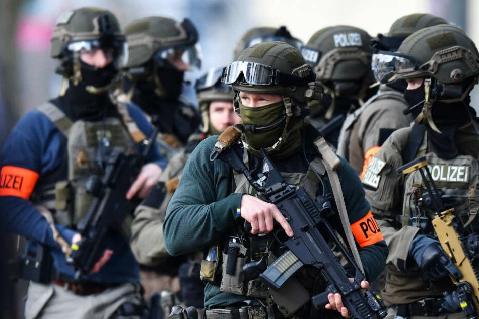 Angeblich kamen schwer bewaffnete Spezialkräfte zum Einsatz (Symbolbild).
