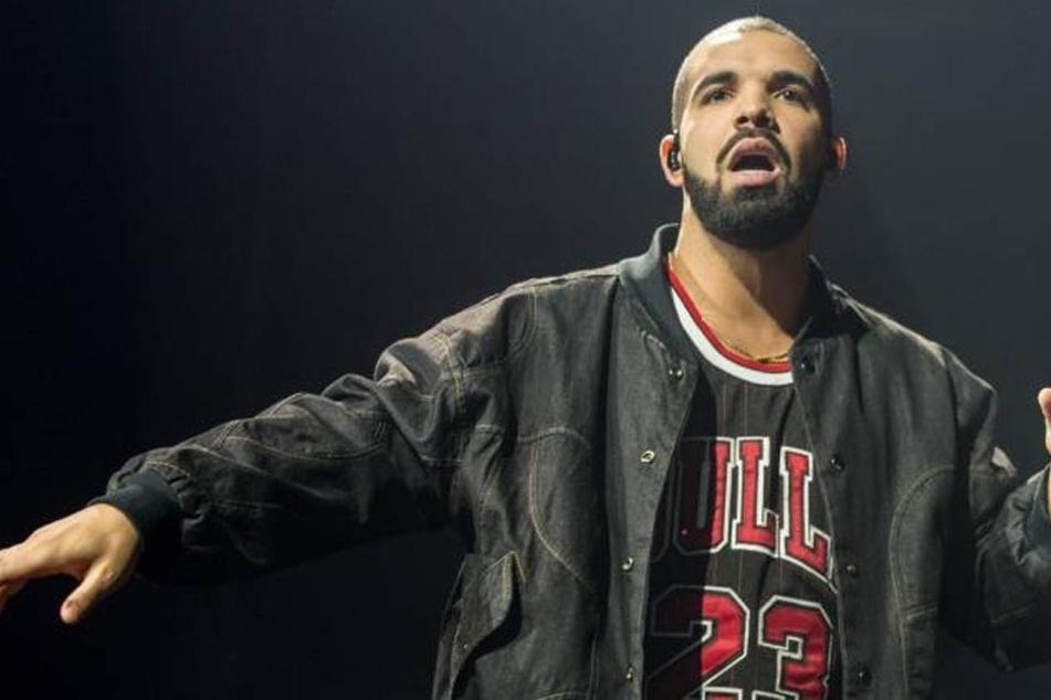 Rap-Star Drake (30) ist eigentlich mit J.Lo zusammen, datete aber in Amsterdam den US-Pornstar Rosee Divine...