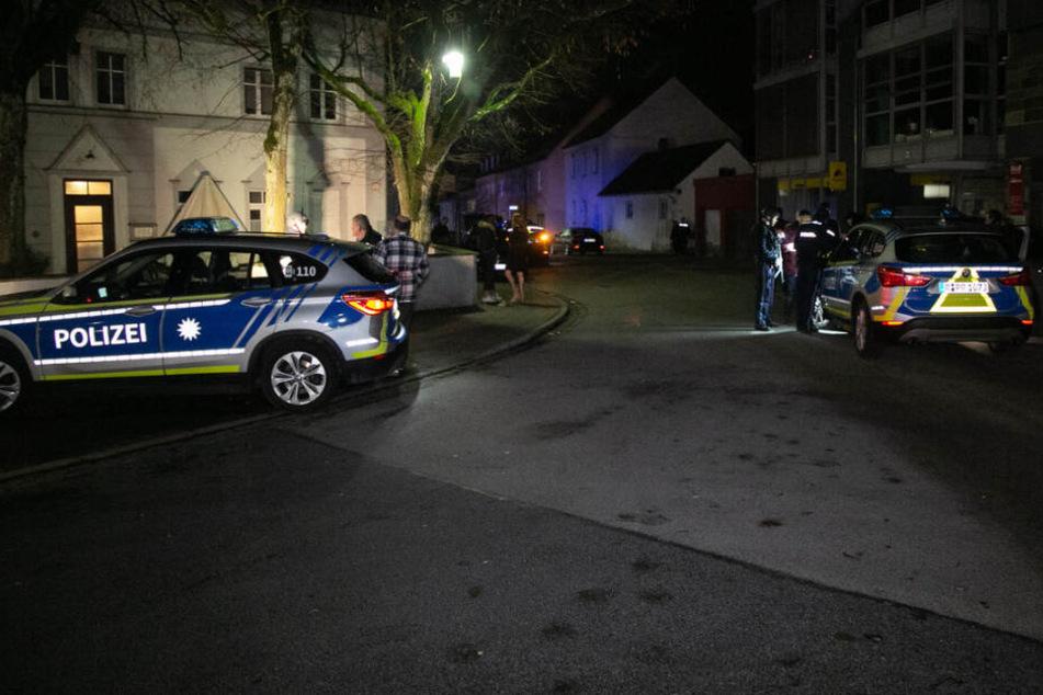 Ein Unbekannter hat in einer Diskothek in Neumarkt in der Oberpfalz mit einer Schreckschusspistole in die Luft geschossen.