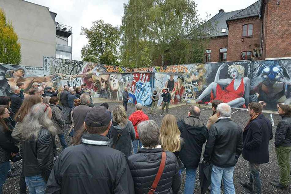 Da staunen die Zwickauer nicht schlecht. Das Graffito im Tattoo-Stil feierte  gestern Vernissage.