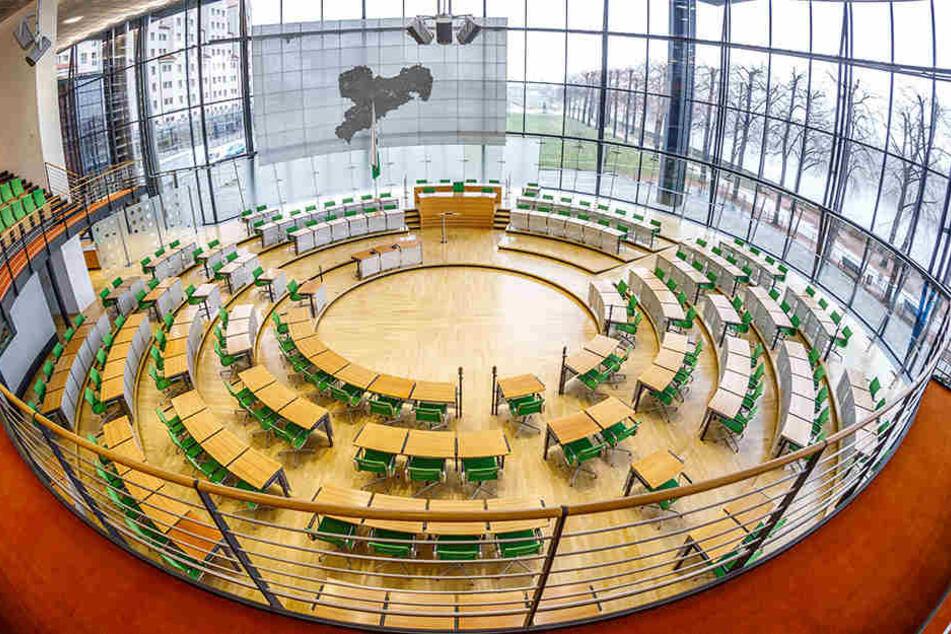 Plenarsaal des Landtages. Der Wettbewerb um die begehrten Abgeordnetenmandate ist in vollem Gange.