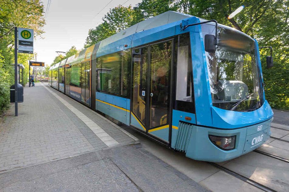 Chemnitz: Mann flüchtet vor Kontrolle und beschädigt Bahn, doch er macht einen Fehler