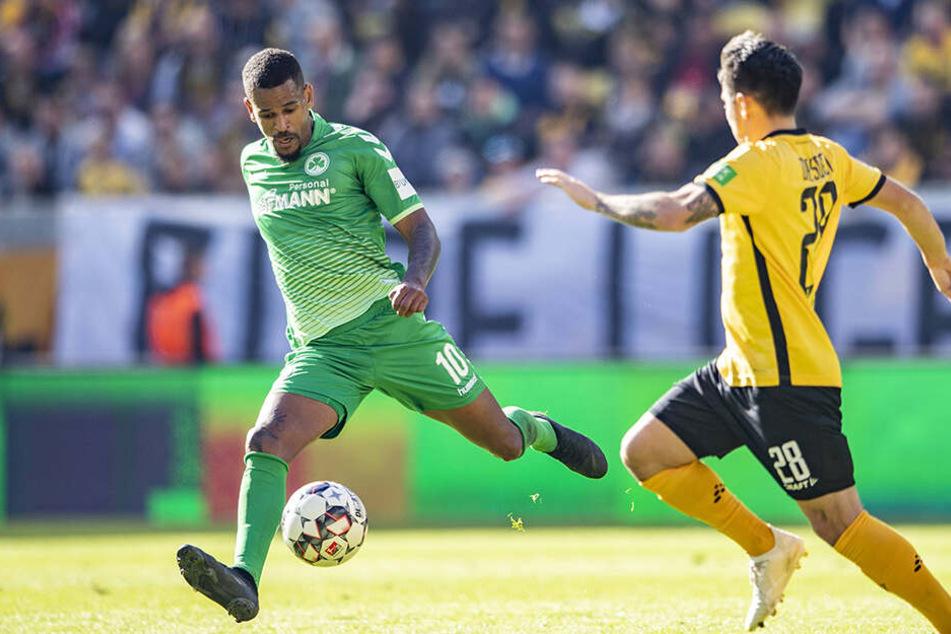 Dynamos Baris Atik (r.) kann sich morgen wieder mit Fürths Daniel Keita-Ruel messen. Im Hinspiel erzielte Keita-Ruel den 1:0-Siegtreffer für die Kleeblätter.