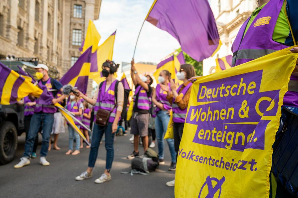 """Die Bürgerinitiative """"Deutsche Wohnen & Co. enteignen"""" hat in den vergangenen vier Monaten nach eigenen Angaben von Freitag 349.658 Unterschriften gesammelt."""