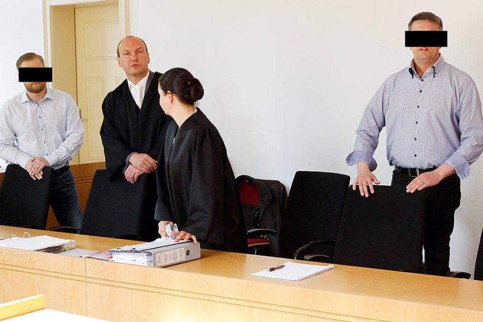 Alexander B. (40, l.) und Thomas G. (44) sind wegen Betrugs angeklagt.