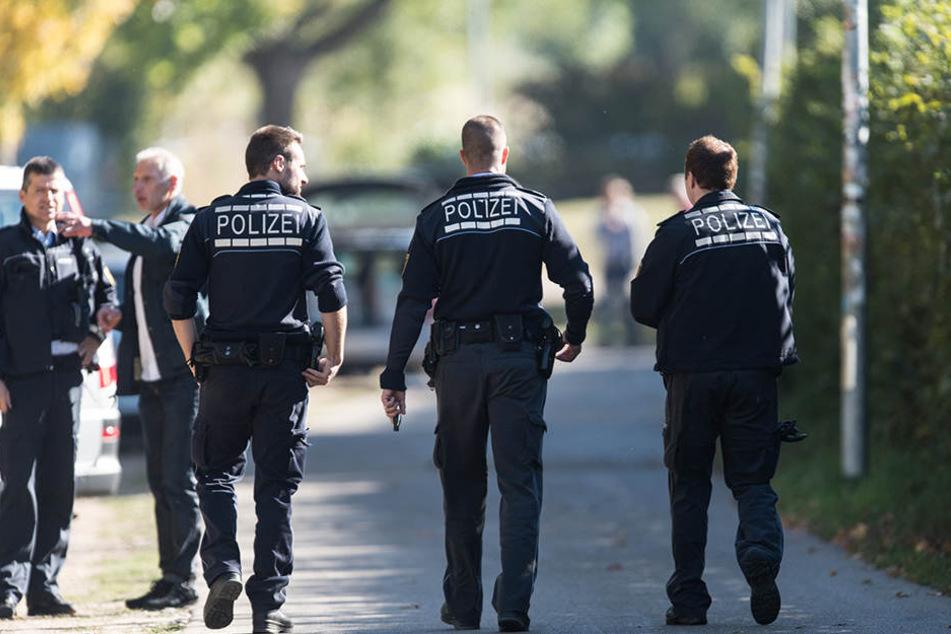 Polizisten am Tatort an der Freiburger Dreisam. Der Mord an Maria L. bewegte ganz Deutschland.