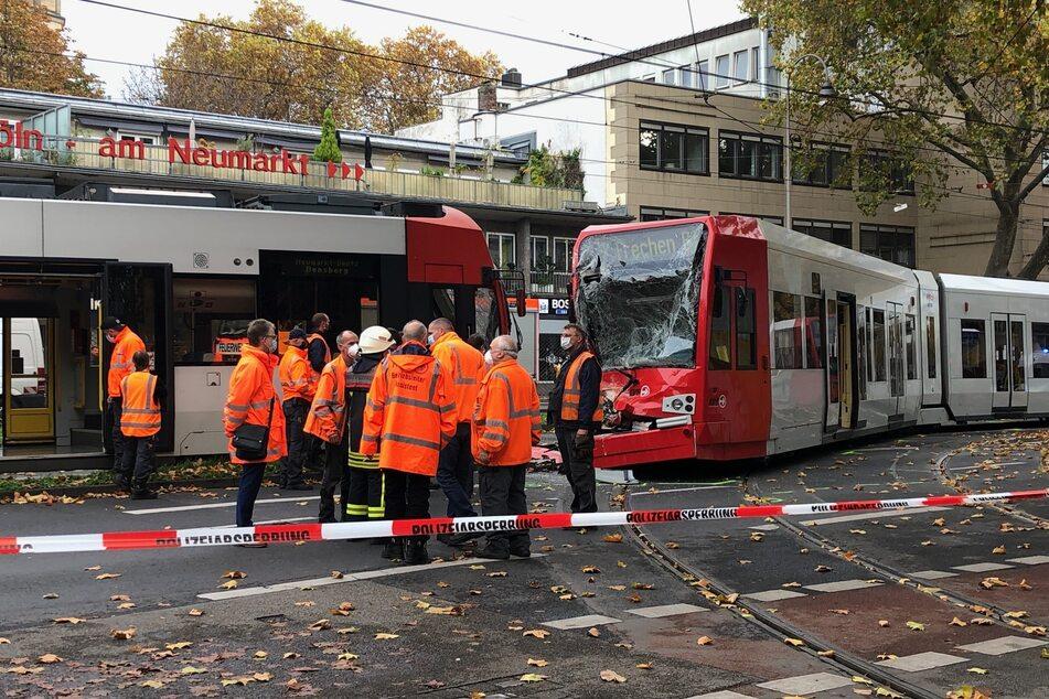 Köln: Straßenbahnen krachen frontal zusammen: Viele Verletzte am Kölner Neumarkt