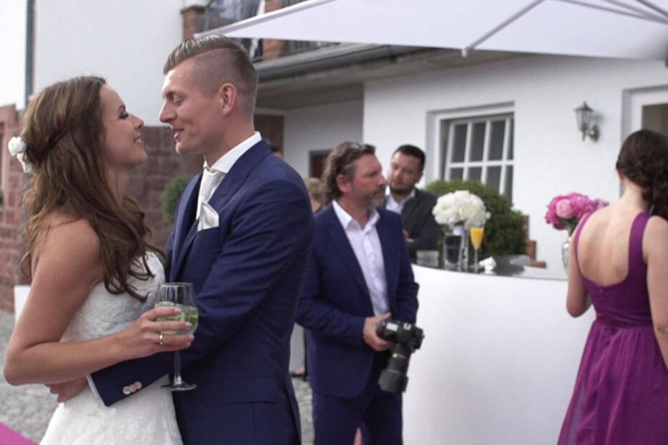 Die Hochzeit von Toni Kroos und seiner Frau Jessica (l.).