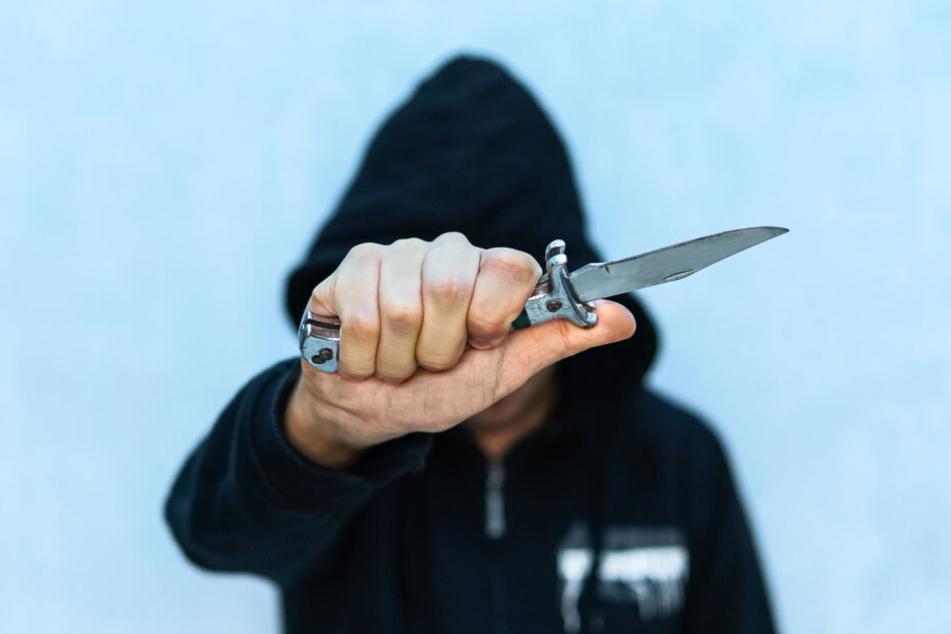 Ein 13-Jähriger zückte bei einem Streit plötzlich ein Messer und ging damit auf seinen Kontrahenten los. (Symbolbild)