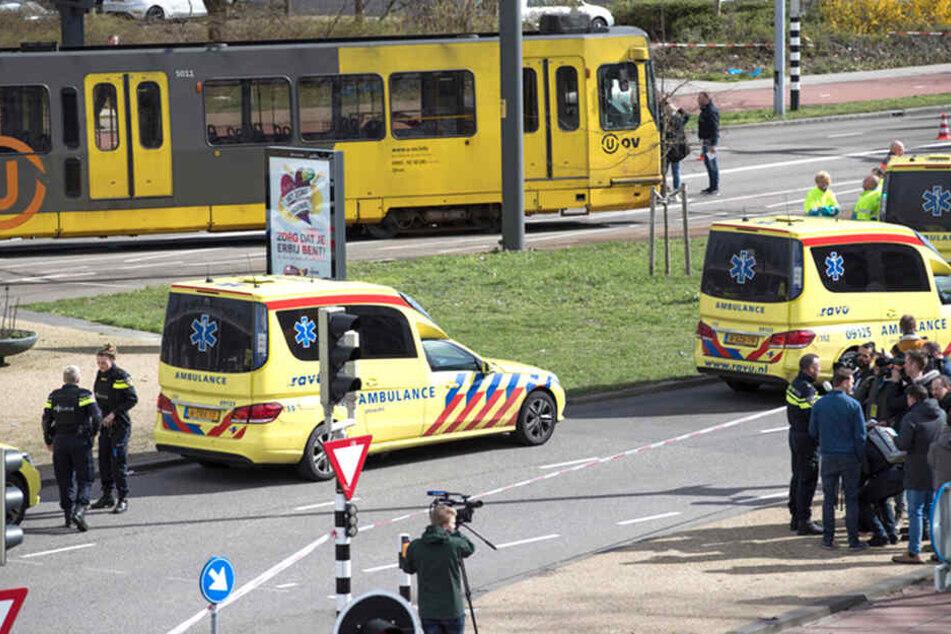 Zahlreiche Rettungskräfte sind in der niederländischen Stadt im Einsatz.