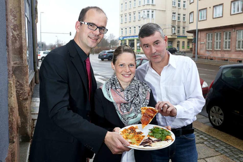 Wie bei einer Pizza sollen sich die Zutaten fürs Stadtfest zu einer Einheit  verbinden, so Sören Uhle und Susan Endler und Christoph Fasbender.