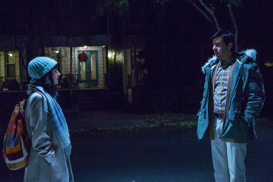 Nettes Treffen bei Nacht: Josh Norman (r., Zachary Quinto) lernt im Café, wo er arbeitet, Hannah (Sheila Vand) kennen, die auch ein wenig anders denkt.