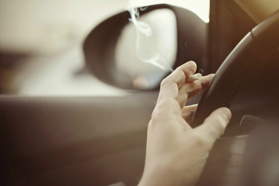 Rauchen im Auto soll unter Umständen verboten werden.