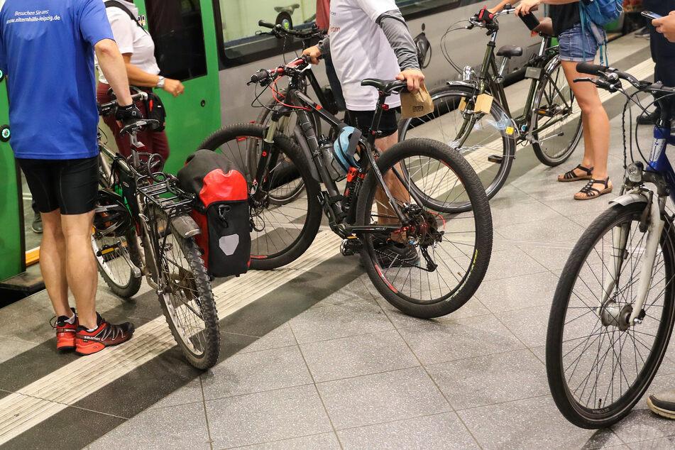 Die S-Bahnen in Sachsen sind einer aktuellen Statistik zufolge im Jahr 2019 pünktlicher gefahren als im Vorjahr.